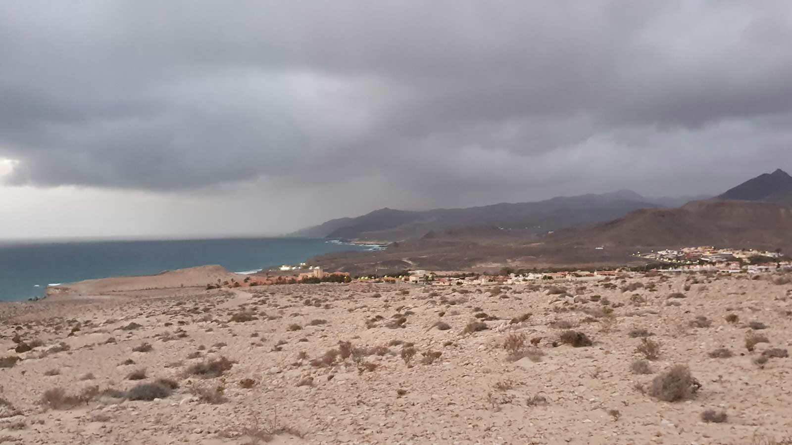 La-Pared-Regen-und-Wolken
